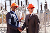 Businessmen handshaking in substation — Foto Stock