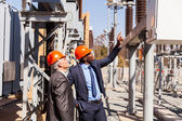 Managers inspecting electricity power plant — Foto Stock