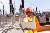 African engineer using laptop computer — Stock Photo