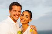 Couple on cruise holding cocktails — Stock Photo