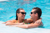 Couple relaxing in swimming pool — Stock Photo