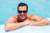Man relaxing in swimming pool — Stock Photo