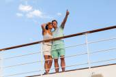 Man with girlfriend on cruise ship — Stock Photo