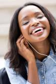 Student listening to music — Stock Photo