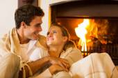 Couple spend romantic evening by th fireplace — Stock Photo