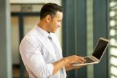 Bussiness man looking at computer screen — Stock Photo