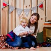 Mother and son playing on the floor in a country house — Photo