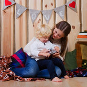 Mother and son playing on the floor in a country house — Foto Stock