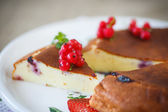 Curd pudding with berries — Foto de Stock