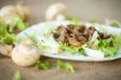 Warm salad with mushrooms — 图库照片