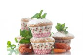 Sweet muffins with dried apricots — Stock Photo