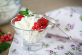Sweet curd with berries — Stock Photo