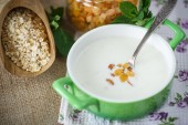 Oatmeal with milk and raisins — Stock Photo