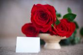 Beautiful bouquet of red roses on an old table of burlap — Stock Photo