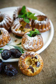 muffins stuffed with dried plums — Stock Photo