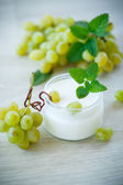 Home sweet yogurt with fresh grapes — Stock Photo