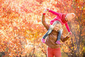 Happy mother and kid having fun together outdoor in autumn or fa — 图库照片