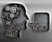 Tête en métal avec des engrenages de cerveau et de la bulle de dialogue — Photo