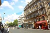 Tourists stroll at The most famous avenue of Paris — Foto de Stock
