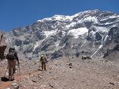 Dağ yürüyüşçüler — Stok fotoğraf