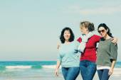 Female friends at seaside — Stock Photo