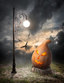 Halloween pumpkin and streetlamp — Stock Photo