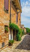 Italian street in a small provincial town of Tuscan — Stock Photo