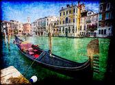 Los turistas viajan en góndolas en canal — Foto de Stock