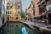 Narrow canal  in Venice — Stock Photo