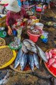 Sale of fish and seafood in market — Stock Photo