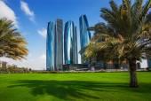 Rascacielos de abu dabi, emiratos árabes unidos — Foto de Stock