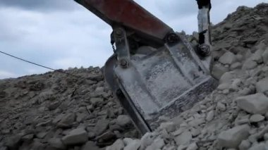 Heavy mining dump truck being loaded with iron ore — Stock Video