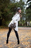 Girl posing in autumn park — Stock Photo