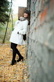 Girl poses with old wall — Foto de Stock