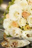Wedding gold ring  — Stock Photo