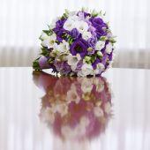 красивый букет невесты на свадьбу — Стоковое фото