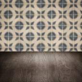 Dessus de table en bois et carreaux de céramique murale le flou — Photo
