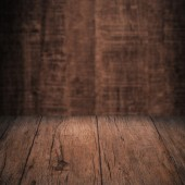 Tabela com parede de madeira — Fotografia Stock