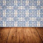 Wood table top and blur  ceramic tile pattern — Stock fotografie