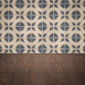 Wood table top and blur vintage ceramic tile pattern wall — Stockfoto