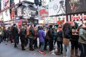 Concert Fans Times Square NYC — Stock Photo