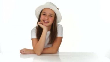 Thoughtful young girl in a cute hat — Vídeo de stock