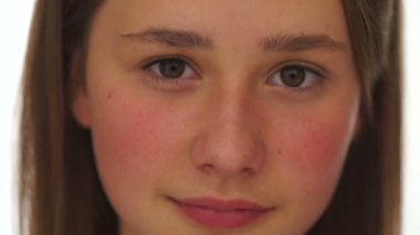 Closeup face portrait of a pretty young girl — Stock Video