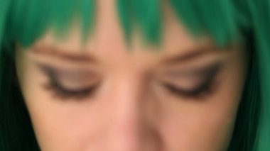Green-eyed woman wearing a green wig — Stock Video