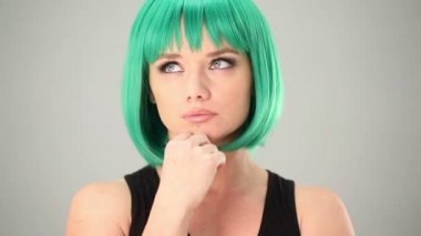 Thoughtful woman wearing a green wig — Stock Video