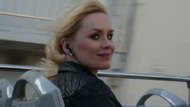 Happy blonde woman inside double decker bus traveling enjoying the trip to gozo malta — Stock Video
