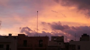 Apocalyptic dramatic clouds and sunset over city malta, time-lapse. — Stock Video