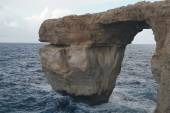 Natural rock arch in the sea — Stock Photo