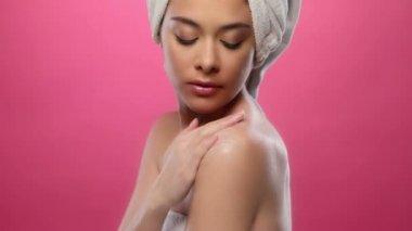 Young beautiful woman touching her skin,applying lotion, — Stock Video