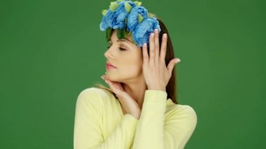 Attractive Young Woman Wearing Blue Floral Headdress — Stock Video